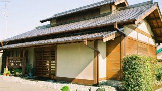 納屋風の小屋組架構を楽しむ茶房