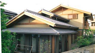 和風テイストの越屋根の家